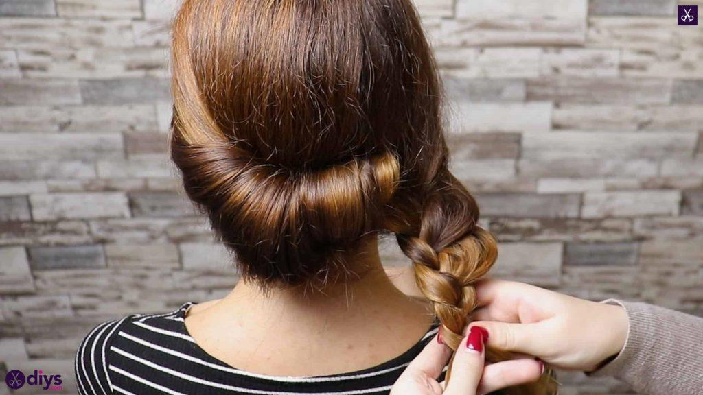 Beau chignon d'été avec une coiffure de fleurs - Polyvore : Source #1 Tendances Mode, Beauté ...