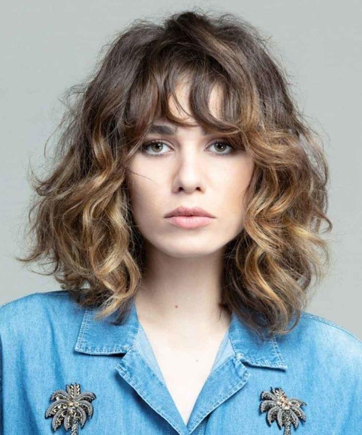 Épinglé sur Tagli di capelli ricci lunghi