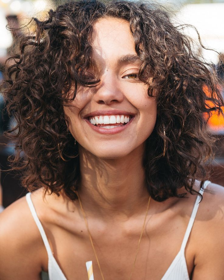 Épinglé par Mandy Gerhardt sur fo |  l'espoir jaillit |  Styles de cheveux, styles de cheveux bouclés, inspiration cheveux bouclés